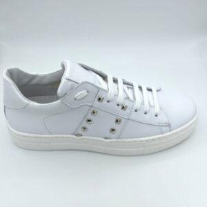 White&gold sneaker